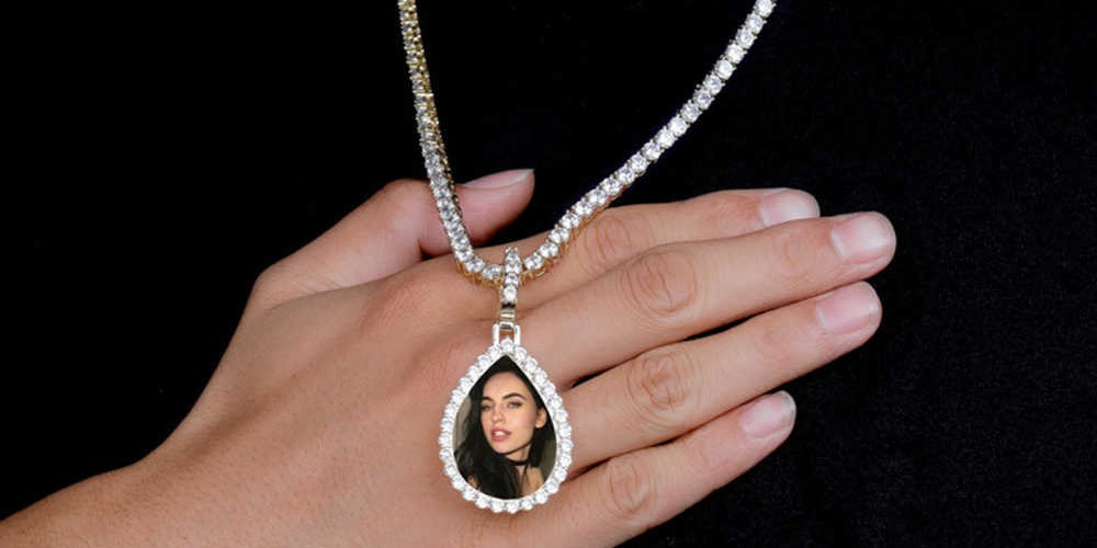 Types of Photo Necklaces Available in The Market